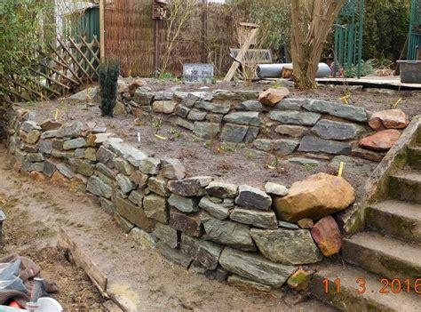 Garten Hangbefestigung Pflanzen by Garten Peispiel 1 Trockenmauer Als Hangbefestigung Und
