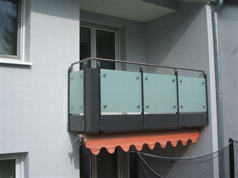 balkongeländer glas onlineshop balkongelaender auburger balkongel 228 nder mit glasf 252 llungen