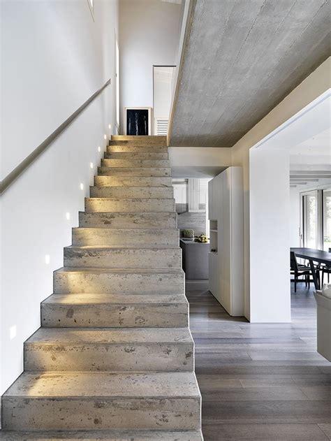 Un Pavimento Di Cemento O Legno by Oltre 25 Fantastiche Idee Su Legno Cemento Su