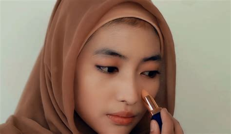 tutorial make up bagi pemula tutorial make up hijab formal foundation concealer bedak