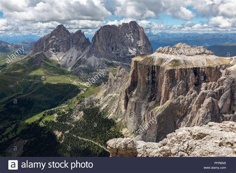 terrazza delle dolomiti the sella towers in the italian dolomites from sass pordoi
