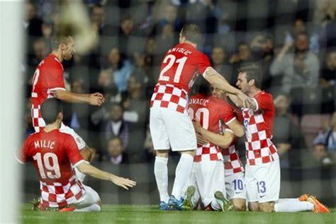 pemain kroasia kroasia dihukum jamu italia tanpa penonton republika