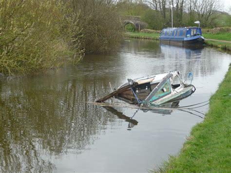 speed boat wreck file boat wreck jpg wikimedia commons