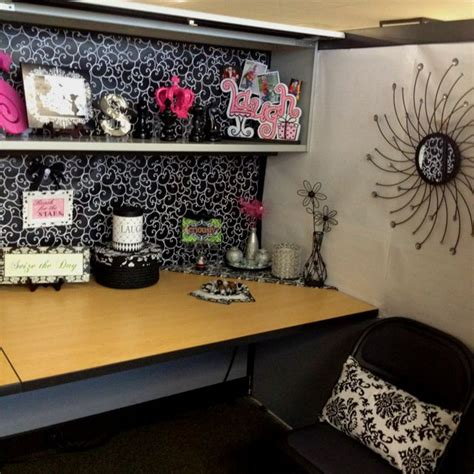 cubicle chic cubicle makeover this is a little much though cubicle ideas pinterest grey walls shelf