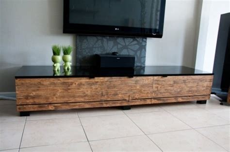 i low horizontal tv stands like this and to