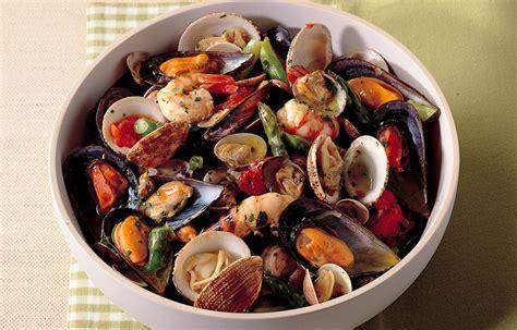 cucinare frutti di mare ricetta zuppetta di frutti di mare e asparagi le ricette