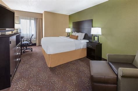 guest room at the wyndham garden sterling heights in