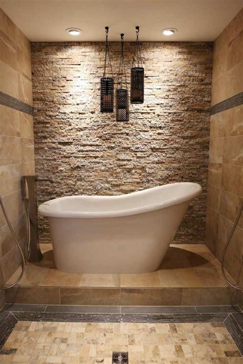 badezimmer fliesen ideen 2837 freistehende badewanne und daneben wand mit nat 252 rlichem