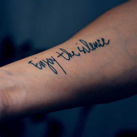 scritte piede fare un tatuaggio le pi 249 idee di tatuaggi con scritte