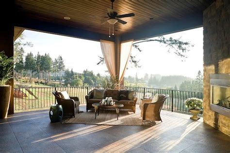 what s the difference between a patio and a deck