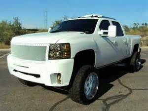 White Truck With Black Chrome Wheels Duramax Be Better With Black Rims Or White That D Be