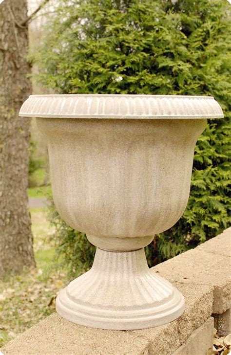 Inexpensive Outdoor Planters by Cheap Planter To Planter With Spray Paint