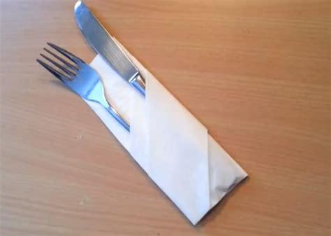 Pliage Serviette Pour Couvert by Plier Une Serviette En Range Couvert D 233 Corer Une Table