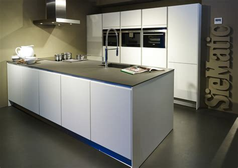 küchen design wohn und schlafzimmer in einem raum