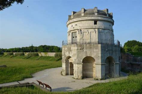 mausoleo di teodorico interno pietra e nuvole picture of mausoleo di teodorico