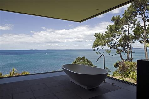 stylish glass house  panoramic views   zealand
