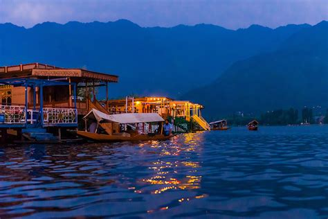 house boat of kashmir houseboats dal lake srinagar kashmir jammu and kashmir