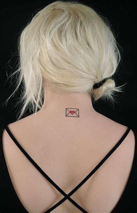 tatuaggi lettere sul collo piccoli tatuaggi femminili foto bellezza pourfemme