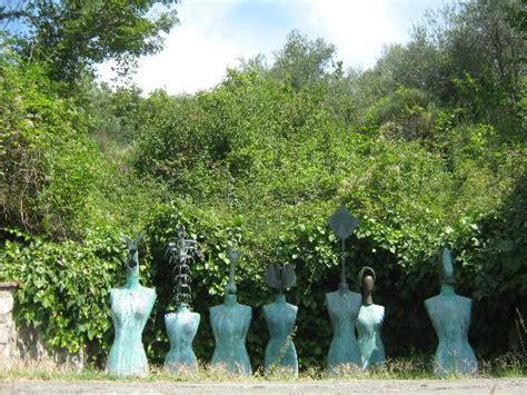 il giardino di fondazione il giardino di daniel spoerri luoghi