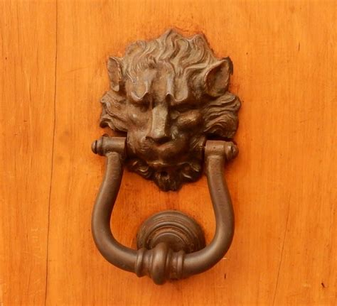 blue door tuscany italy doors door knockers key holes etc p i have a thing for door knockers musings from a redhead