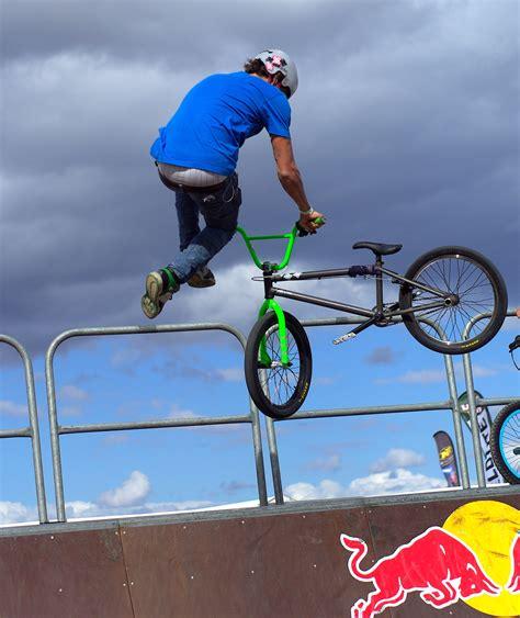 videos28771bmx bike tricks jumps how to do a bunny hop bmx tricks file bmx tailwhip stevage jpg wikipedia
