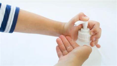 penggunaan hand sanitizer  benar  balita