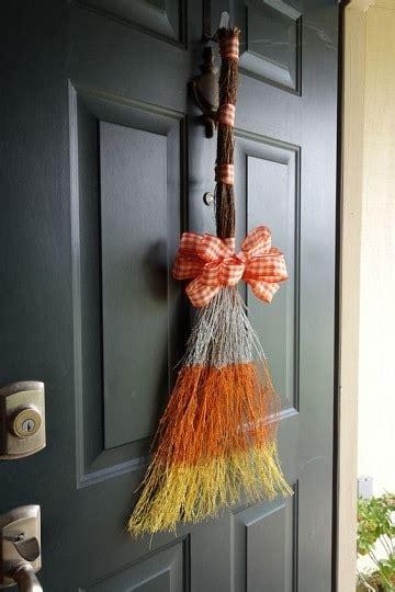 decorar escobas para halloween creaciones originales para escobas decoradas para