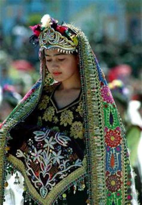 uzbek girl uzbekistan dance cultural pinterest girls and tibetan girls in traditional dress with lot of accessories