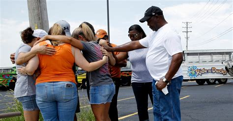 duck boat new york times missouri duck boat accident kills 17 including 9 from
