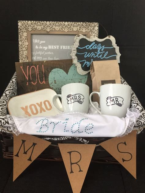 Wedding Baskets by Best 25 Bridal Gift Baskets Ideas On