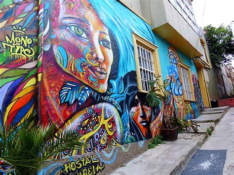 mural en hostal valparaiso chile cris
