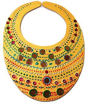 Collier africain en forme de plastron   Tête à modeler