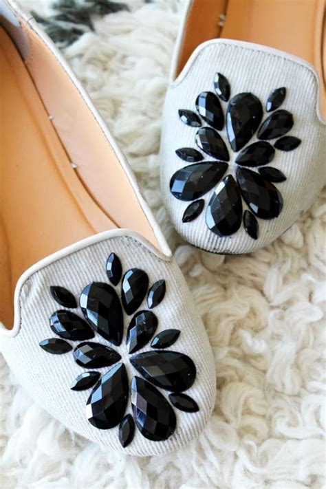 diy decorate shoes 25 best ideas about shoe makeover on diy shoe
