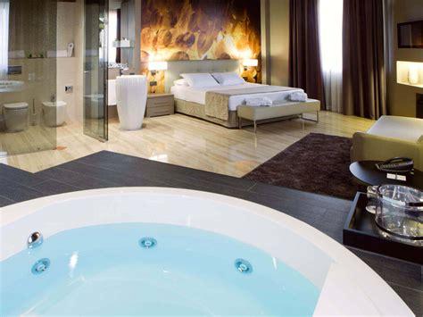 habitacion suite con jacuzzi jacuzzi suite hotel ciutat de tarragona tarragona