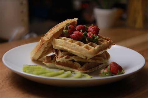 youtube membuat waffel oatmeal waffle dessert sehat dan enak yang bikinnya gak