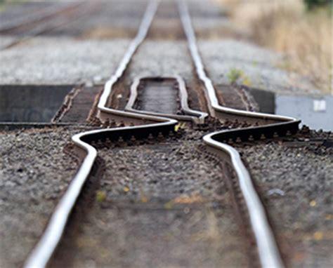 earthquake track railyatri blog 5 precautions to take when travelling in
