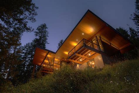 modern lakefront cabin in idaho usa balcony lighting modern lakefront cabin in idaho usa