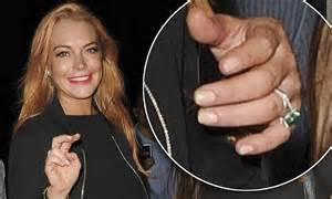 Lohans Lindsay Is Hooked On Oxycontin by Lindsay Lohan Shows 300 000 Emerald Engagement