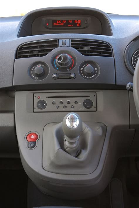 renault interior renault kangoo estate review 2009 2012 parkers