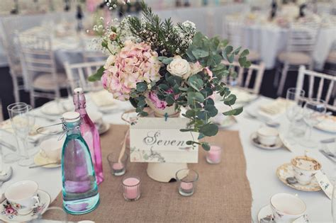 Tischdeko Vintage Hochzeit by Zauberhafte Vintage Hochzeit In Daventry