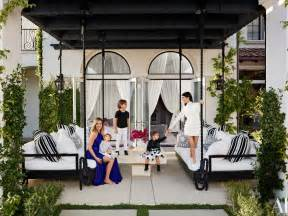 kourtney new home decor kourtney and khlo 233 give a house tour of their