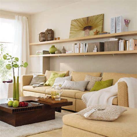 pictures above sofa стена над диваном в маленькой гостиной 30 идей
