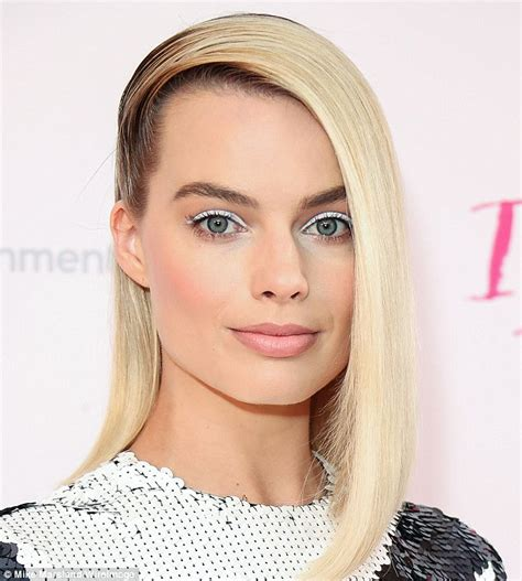 margot robbie headshot oscar nominee margot robbie s beauty secrets revealed