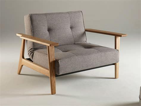 fauteuils bois fauteuil convertible en tissu avec pieds et accoudoirs en bois splitback