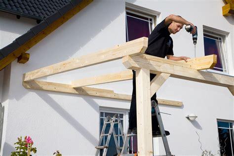 aufbau einer leimholz terrassenueberdachung