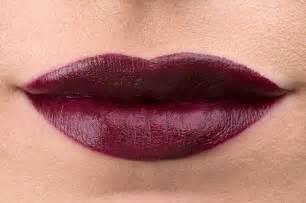 Lipstik Merah Marun Gelap emeron