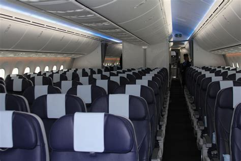 Thomson 787 Dreamliner Interior by Thomson B787 Dreamliner Flies Trade Around Ireland