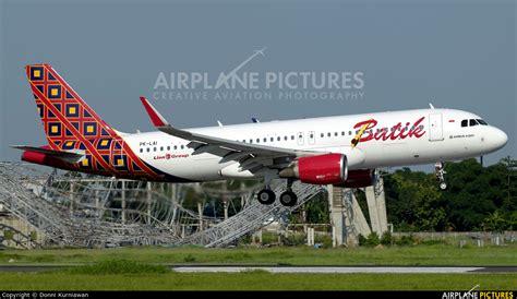 batik air sub upg pk lai batik air airbus a320 at sultan hasanuddin int l