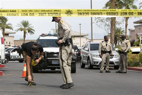 las vegas shooting 2017 shooter 1 person hospitalized after hammer vs gun fight in west