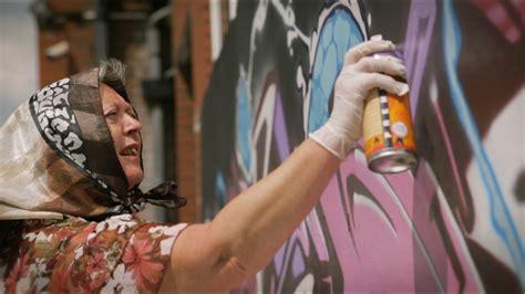youtube membuat graffiti jangan ragukan nenek ini dalam membuat graffiti youtube